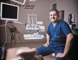 Povestea medicului stomatolog care a adus în România tratamentele starurilor de la Hollywood – Forbes