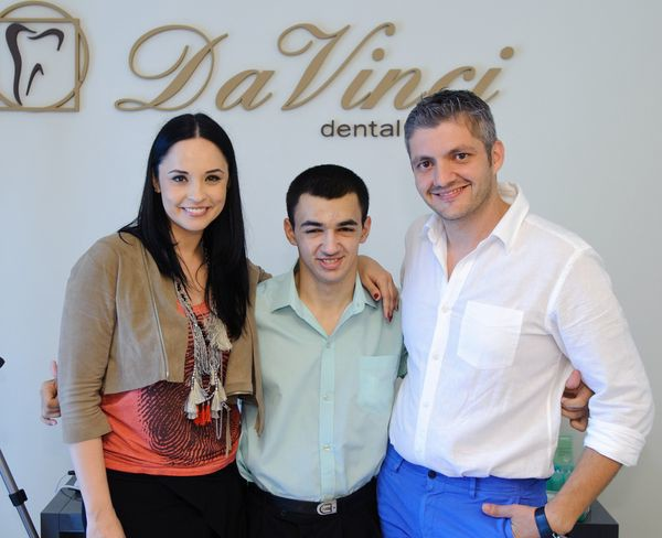 Andreea Marin şi medicul Adrian Mina i-au schimbat viaţa unui tânăr care nu a zâmbit niciodată! – Viva!